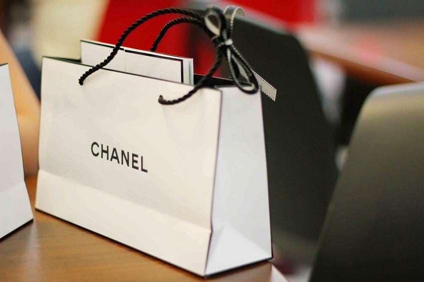 Mẫu túi giấy dành cho cửa hàng thời trang